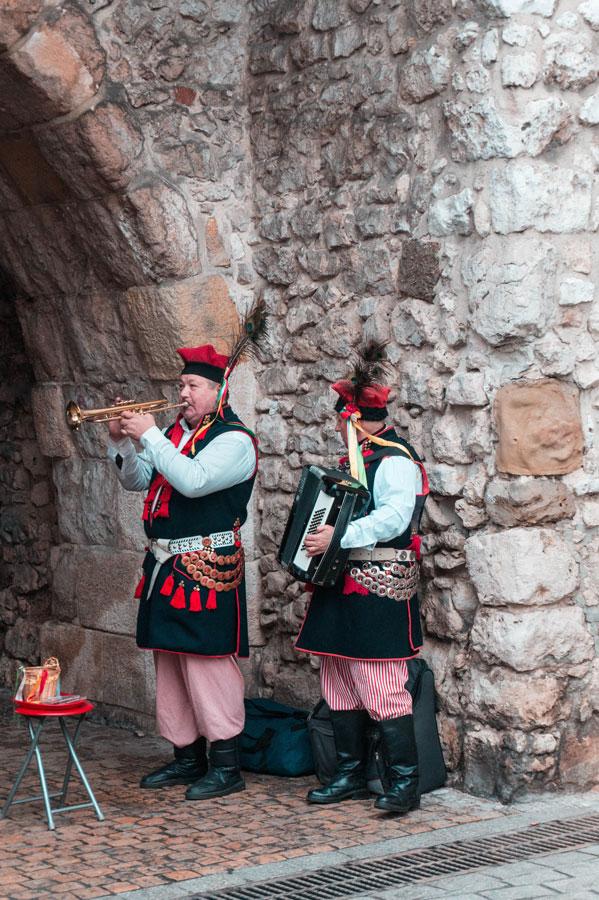 Músicos en la puerta de San Florián