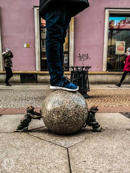 Dos gnomos cerca de la plaza Rynek